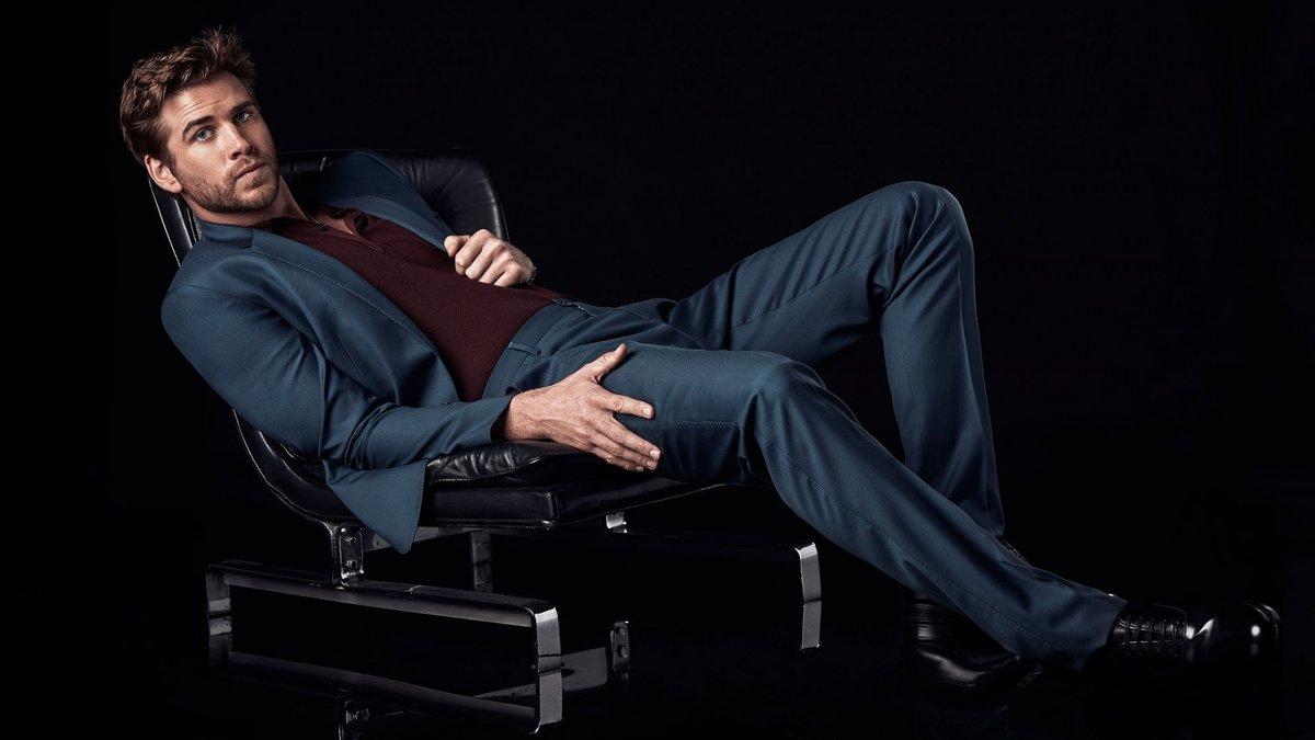 что вас модный мужчина на кресле сидит фото порно