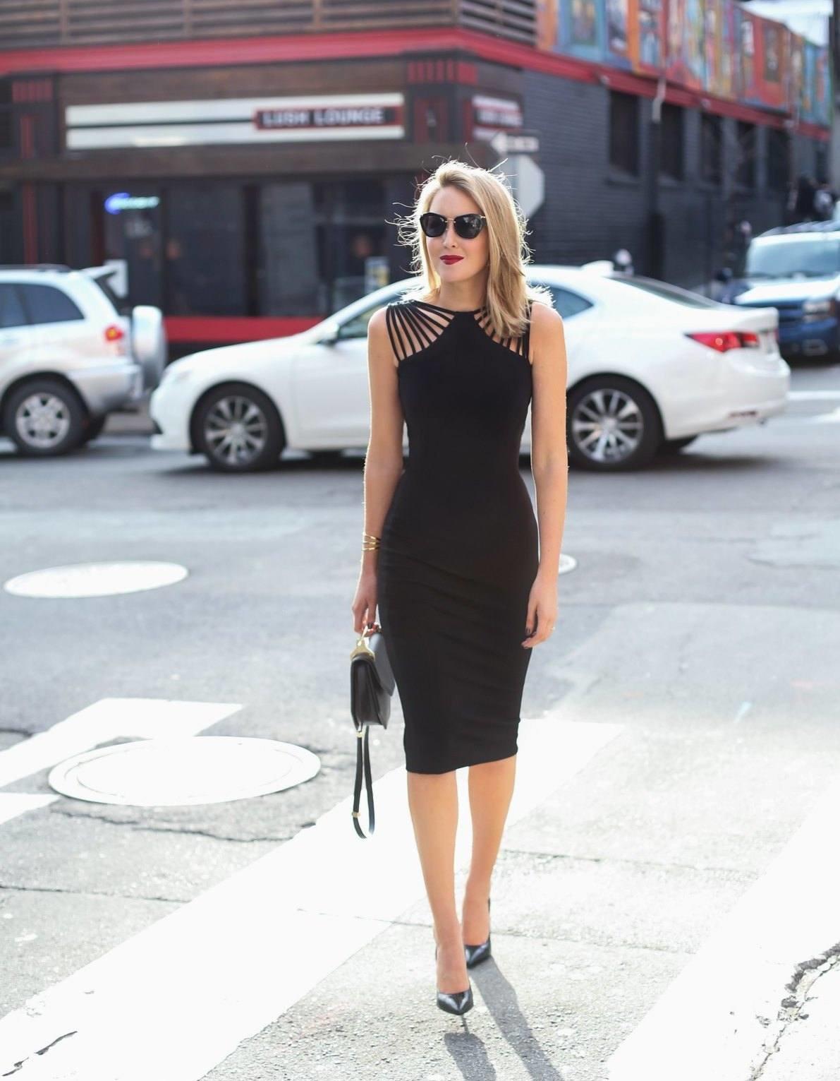 черное платье футляр фото модного образа этой