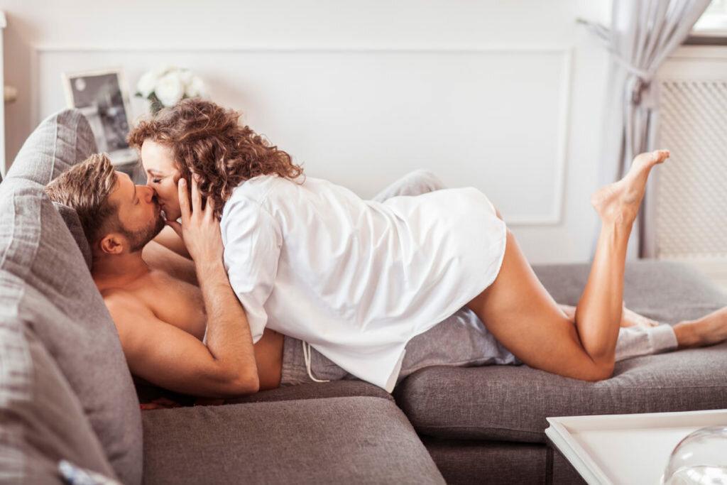 Картинки мужчина с женщиной в кровати