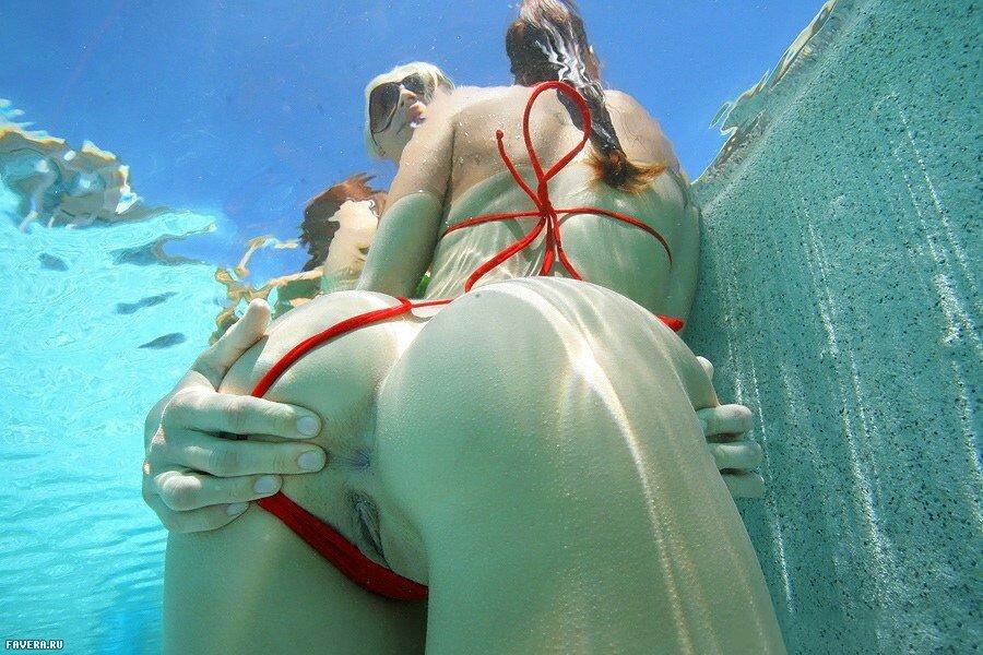 девушки в водолазном костюме развлекаются смотреть видео порно хвостами