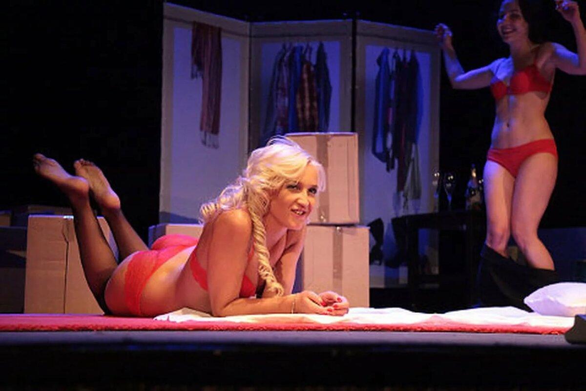 Голые актрисы театра видео, девушки для бдсм в кожаных нарядах и аксессуарах