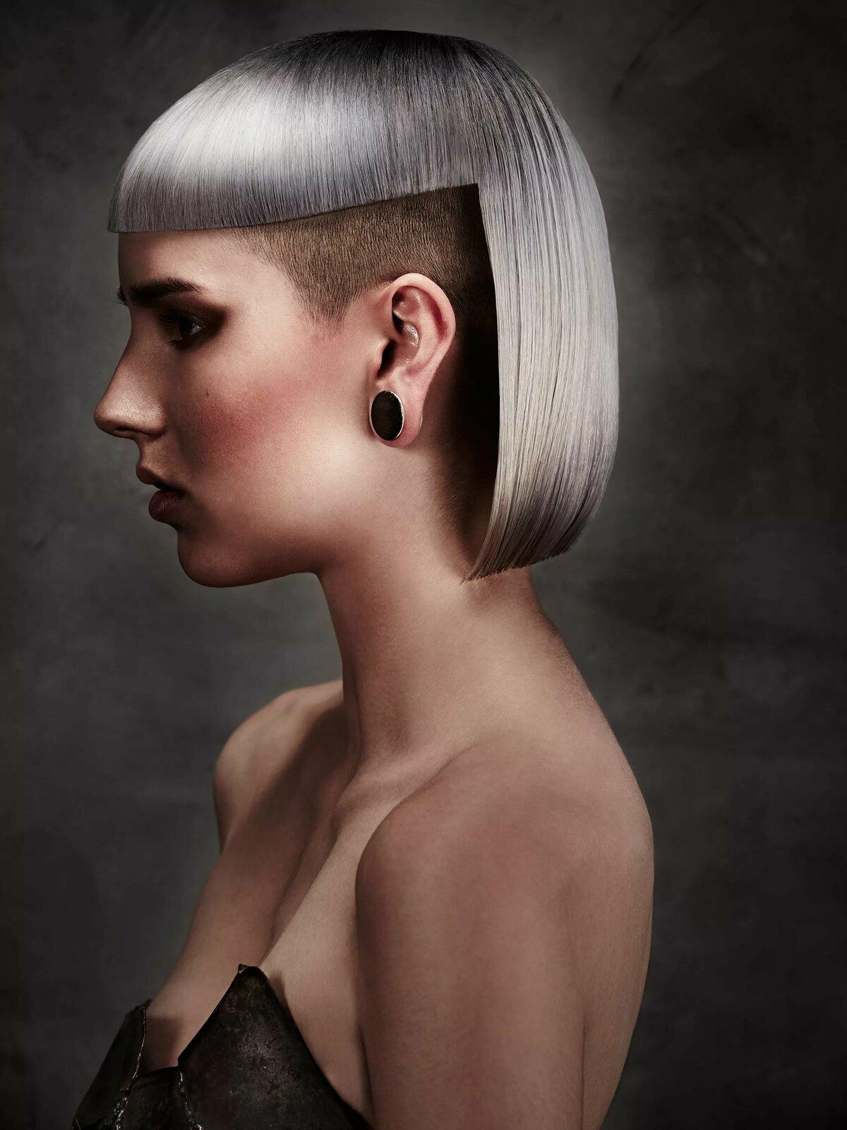расположен креативные стрижки средних волос в картинках сколько клиентов