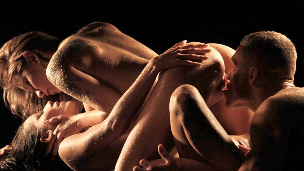 Красивые фото эротика любовь втроем, порно видео без разрешения кончил