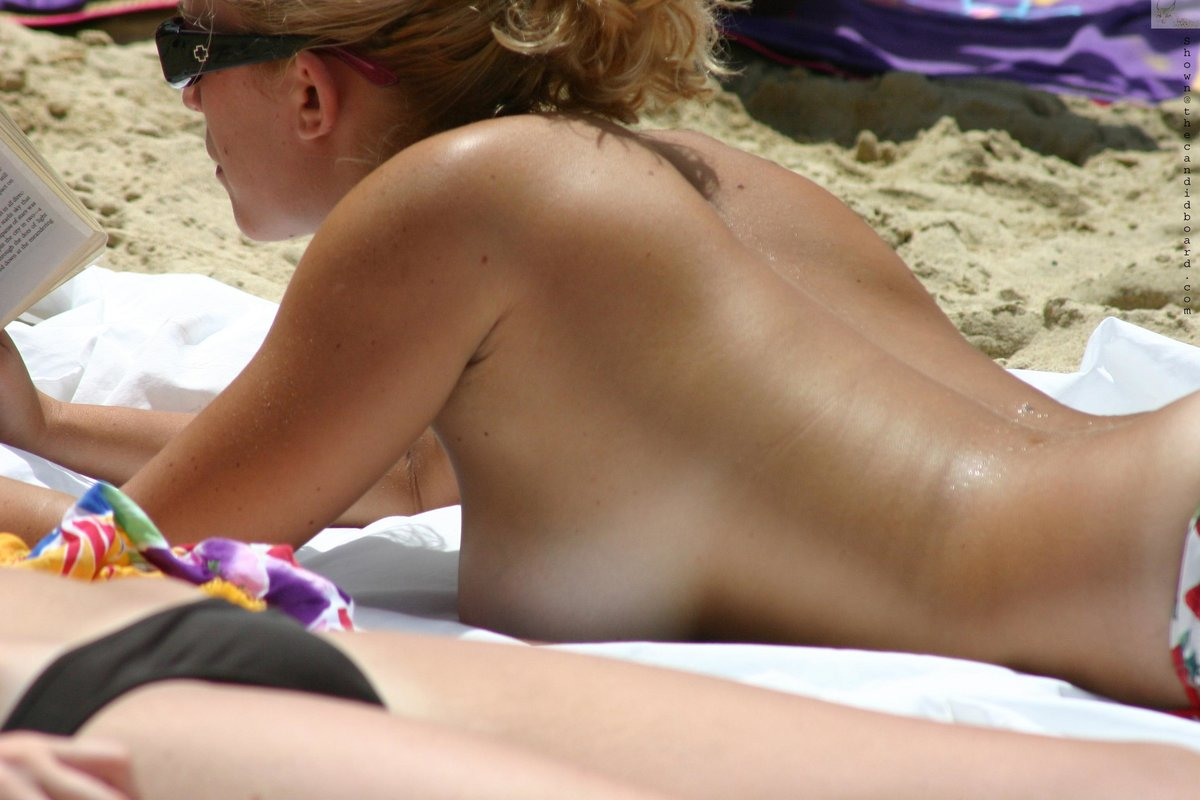 candid-beach-girl-touching-herself-nude-girl-and-nude-husband-in-hot-sex