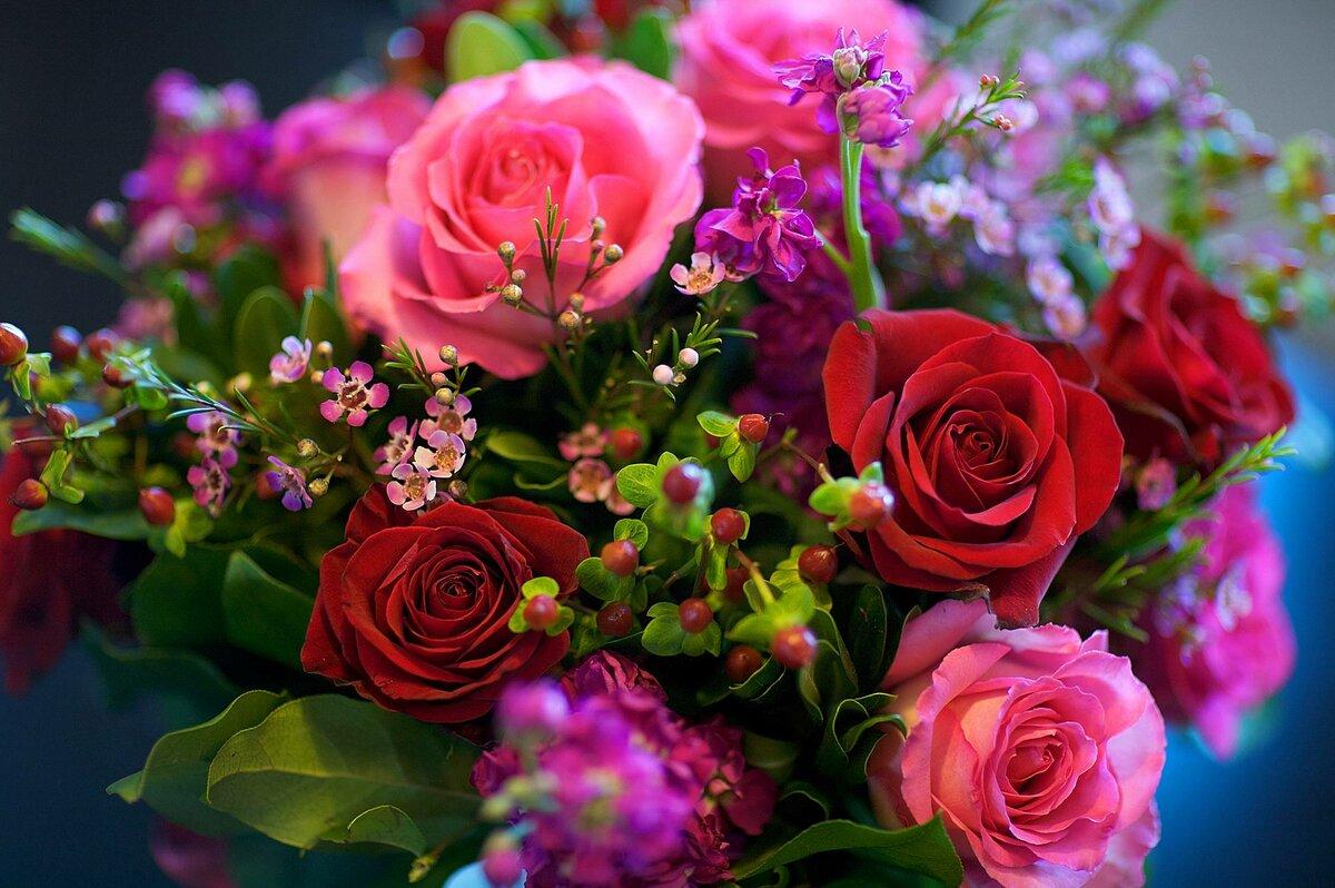 Картинка с красивыми цветами и словами