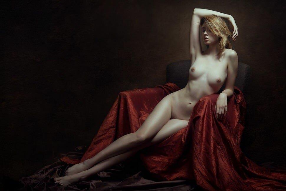 art-erotika-v-stile-nyu-zhenskaya-krasota