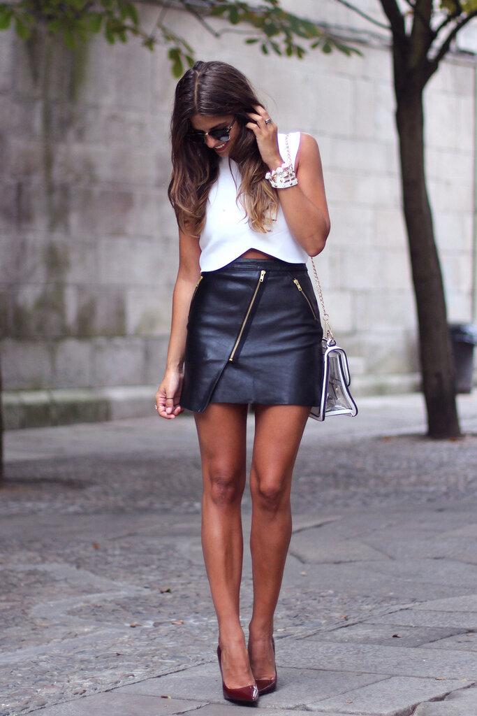 Порнушка фото длинноногих девушек в юбках уж