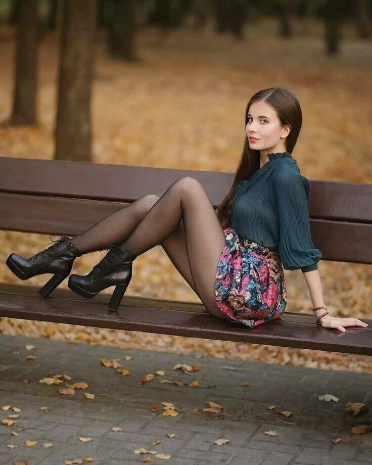 девушки в платьях коротких колготках - 9