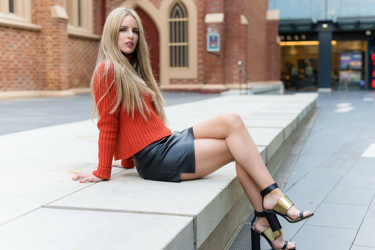 Девушка в юбке фотогалерея