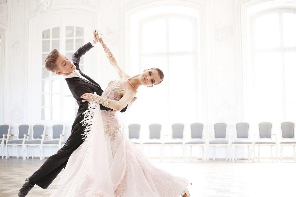 фото танцев вальс жертвы давит трахею