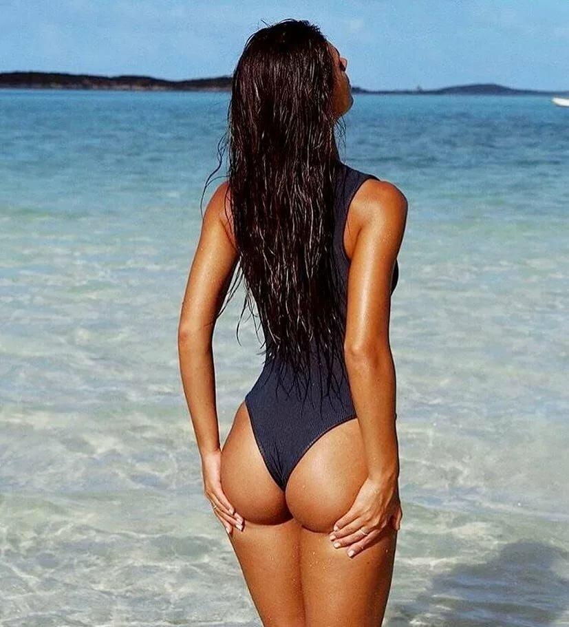 Девушки в купальниках спиной картинки