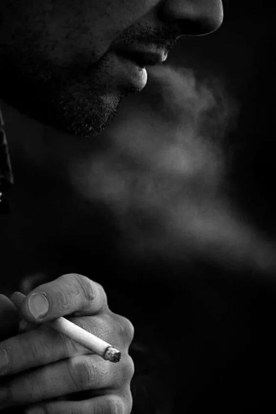 парень курит фото картинка буйства красок