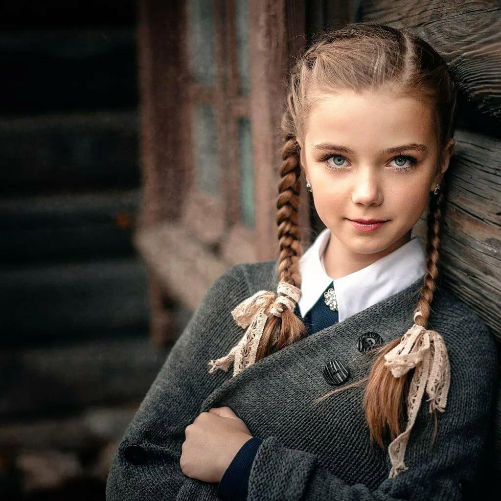 Картинка девушка с косой для детей