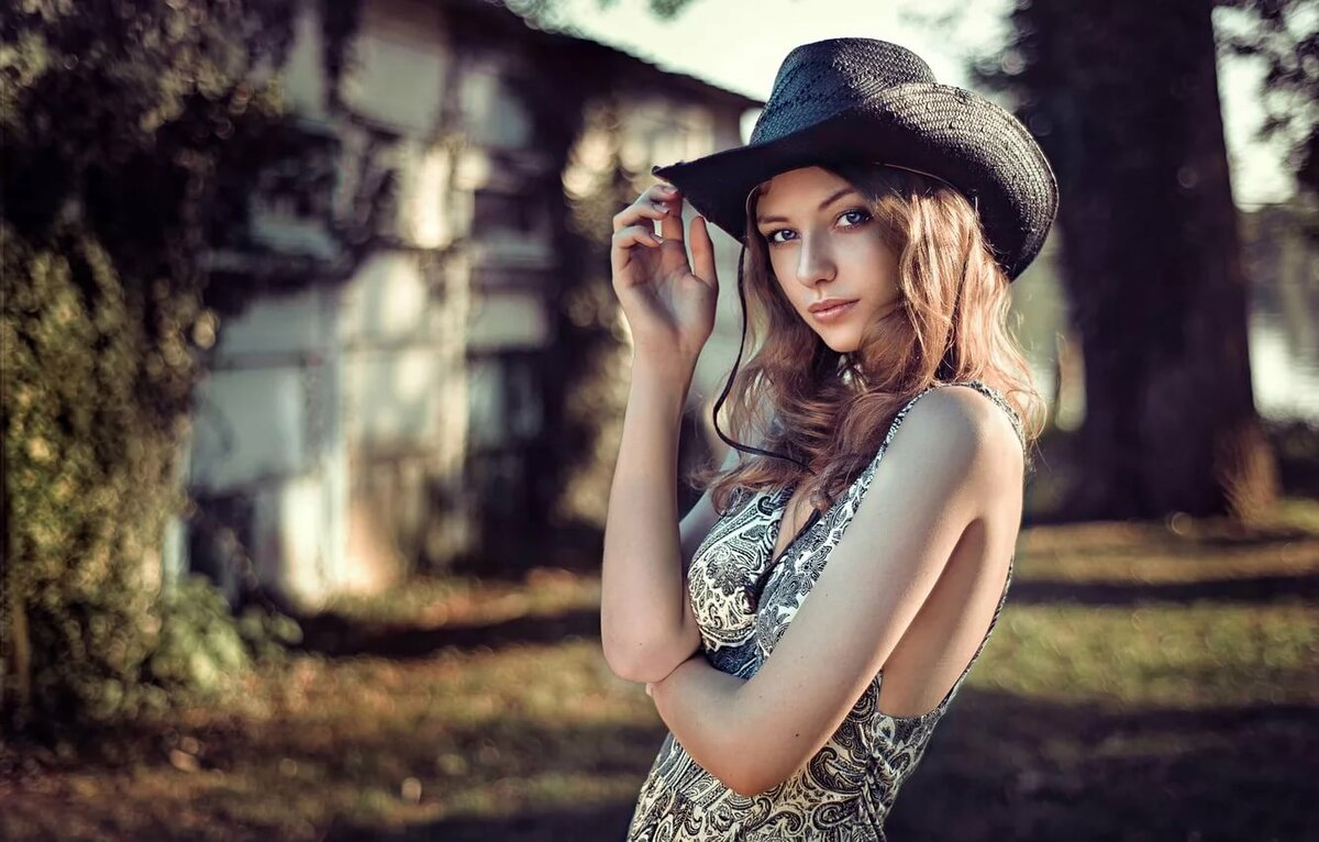 Девушка со шляпой лето
