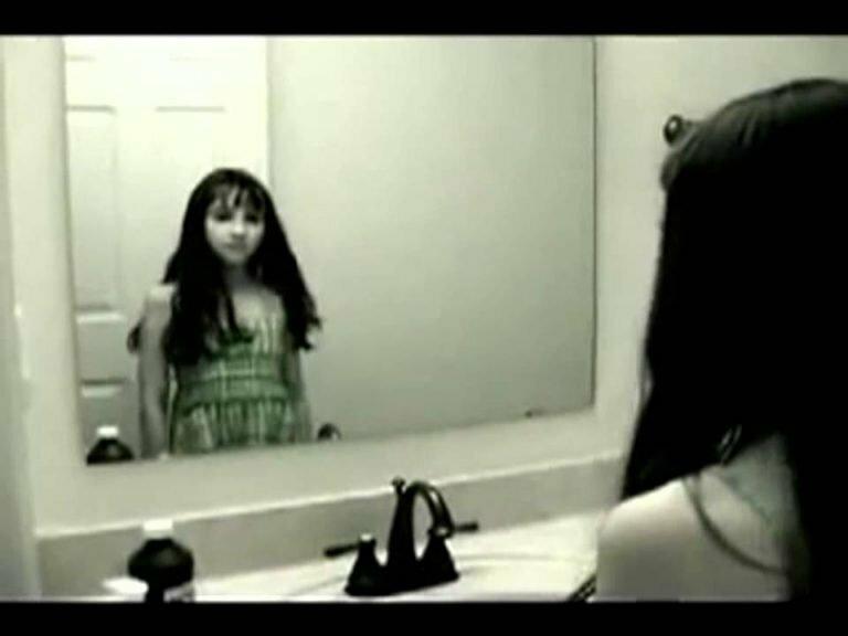 Животные смешными, смешные гифки про девушек с маской перед зеркалом