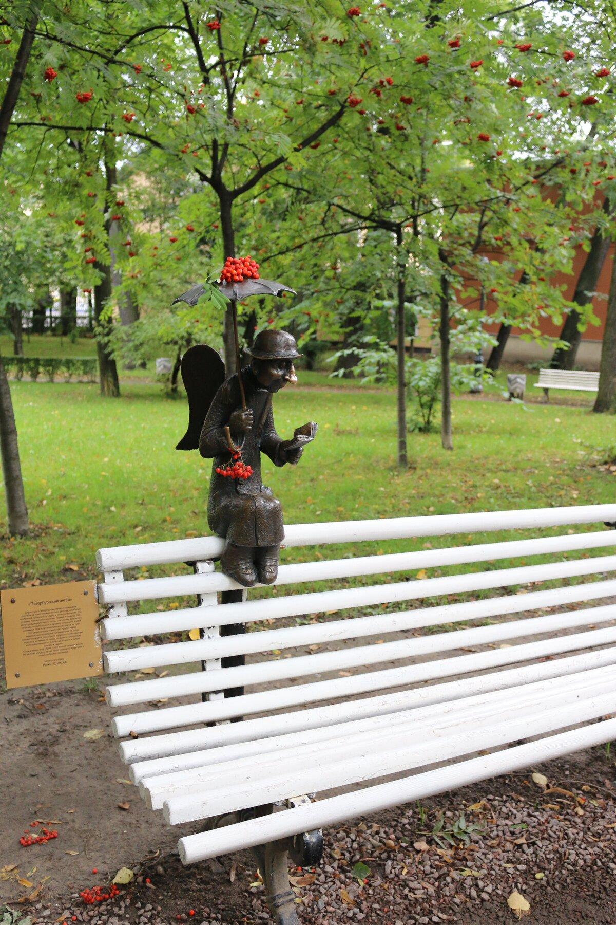 красивые скамейки на улицах спб фото кошельков