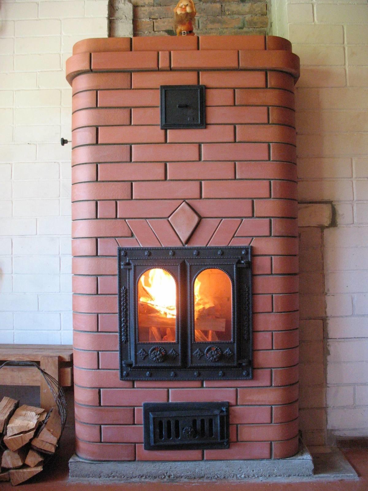 печка кирпичная для дома на дровах