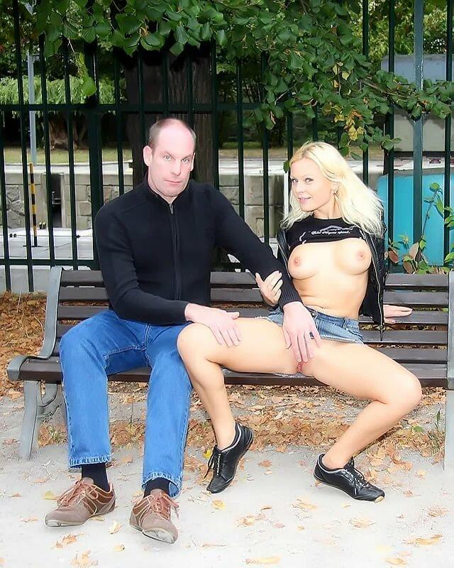 блондинка отдалась в парке красивая