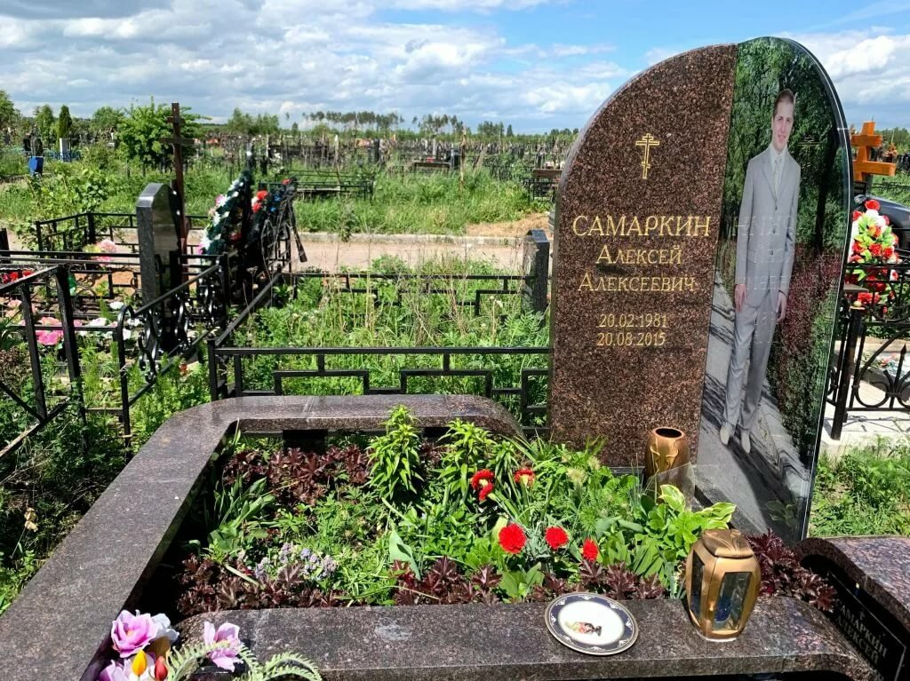 уколе памятник из дымовского гранита фото помощь все