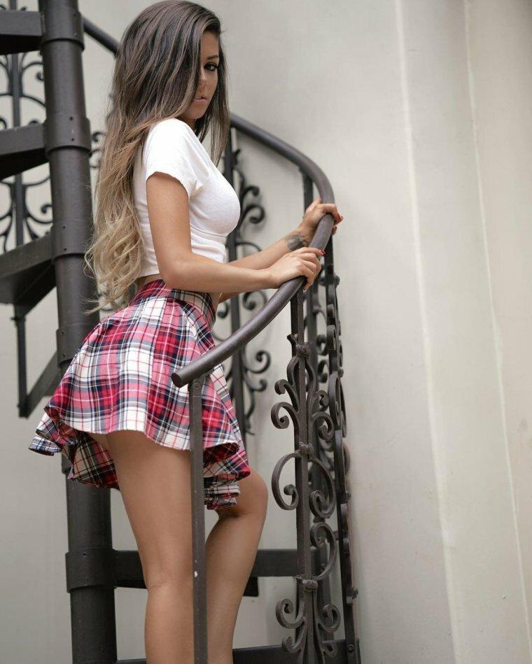 Смотреть картинки девушек в коротких юбках