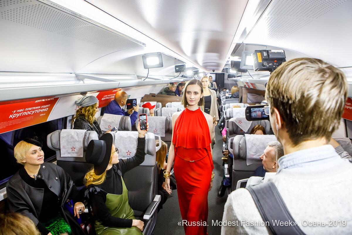 Модный показ в аэроэкспрессе  – ноу-хау 21-го века!