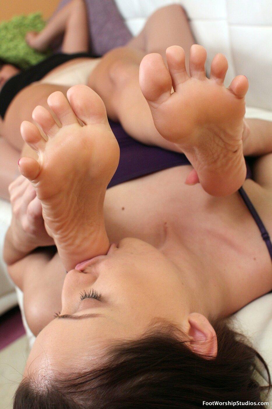 female-feet-lick-shree-j-wilson-nude-hd