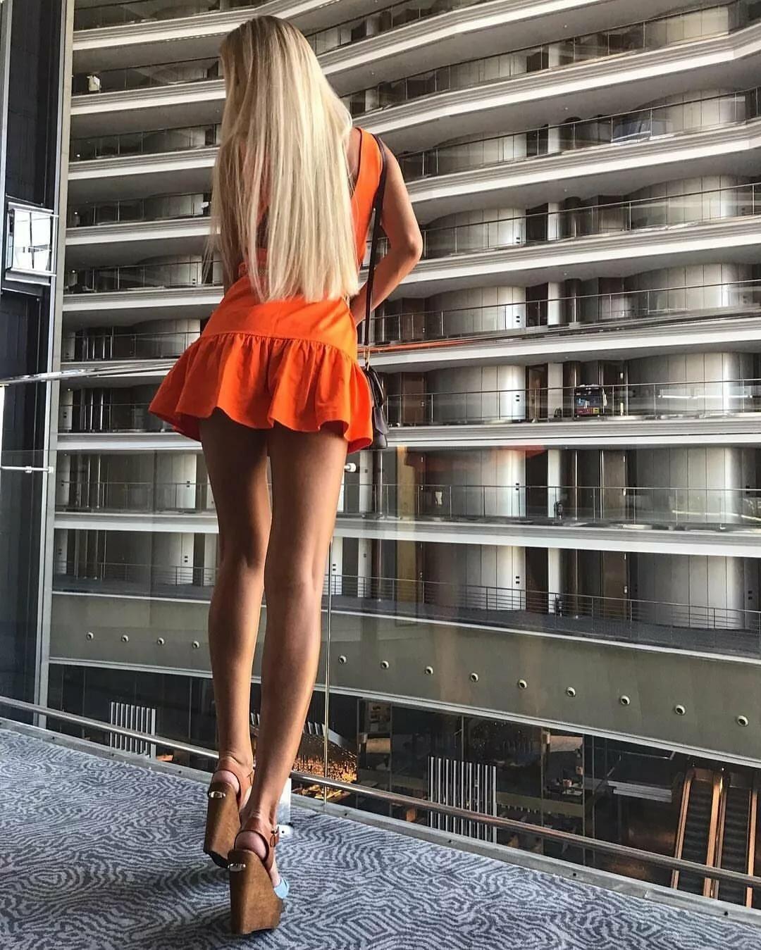 сексуальная девушка с длинными ногами фото - 4