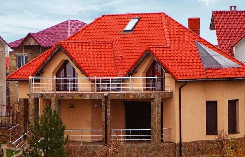 фото домов с оранжевой металлочерепицей постепенно отслаивается, под