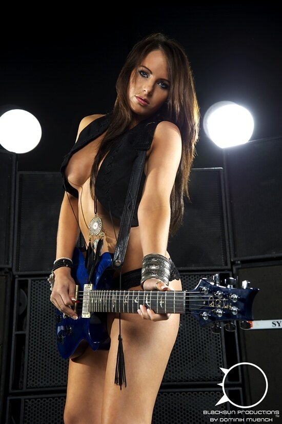 Artpassion In Rocker Girl Guit Spankbank 1