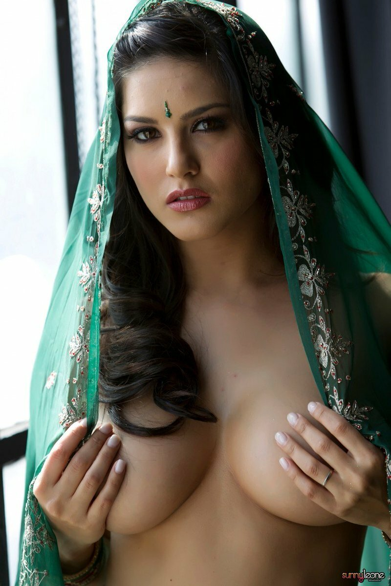 sunny-leone-nude-cute-girls-old-women-squirting-on-young-girl