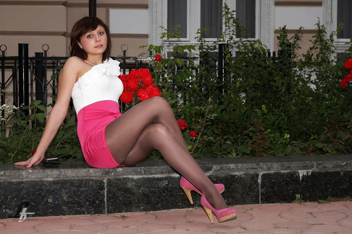 Жопы зрелые девушки в юбках и чулках секс уборщица русские