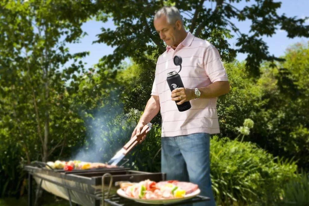 Мужчина в огороде картинка