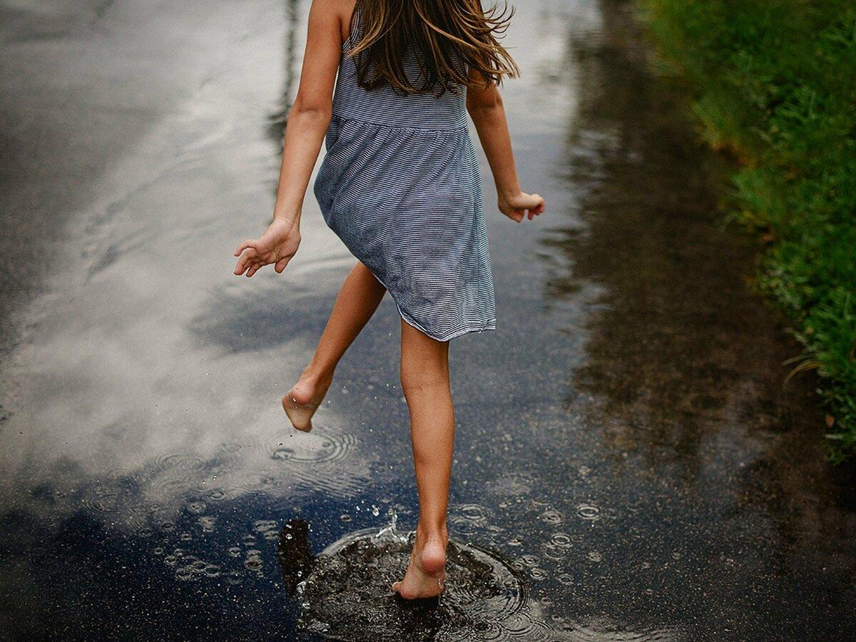картинки гиф босоногий дождик двери ламинатом