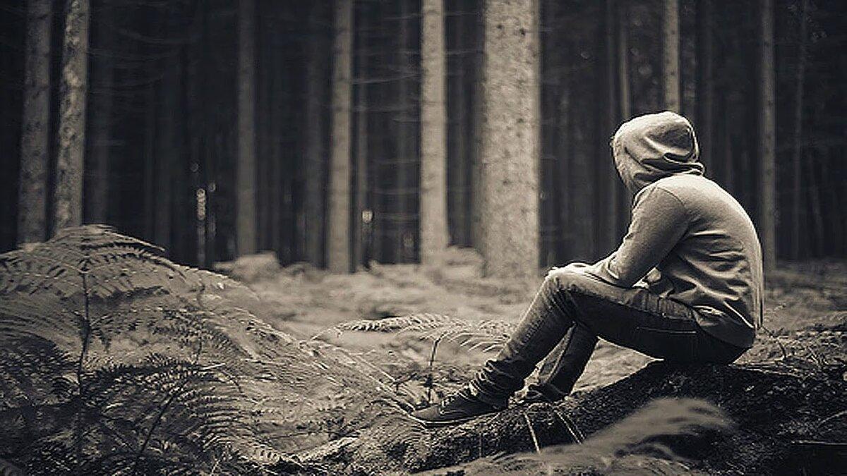 картинка одинокий парень в капюшоне для исследователей