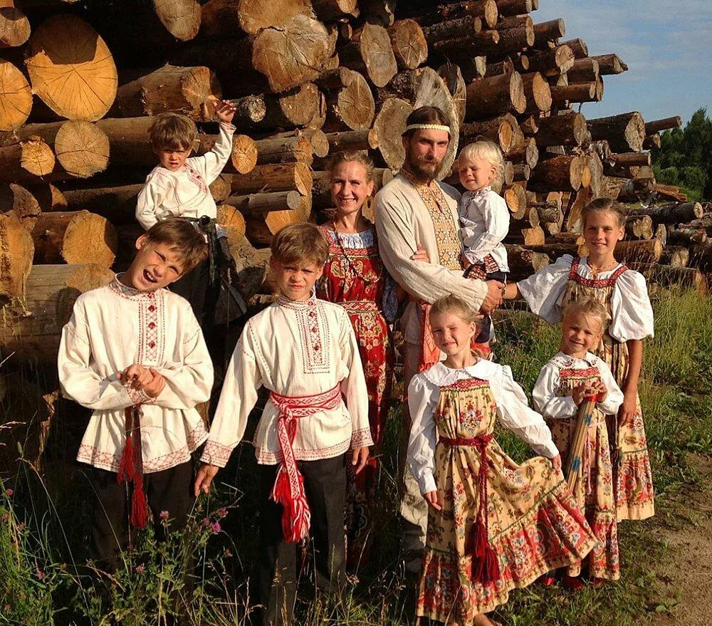 Семейные традиции старорусские картинки
