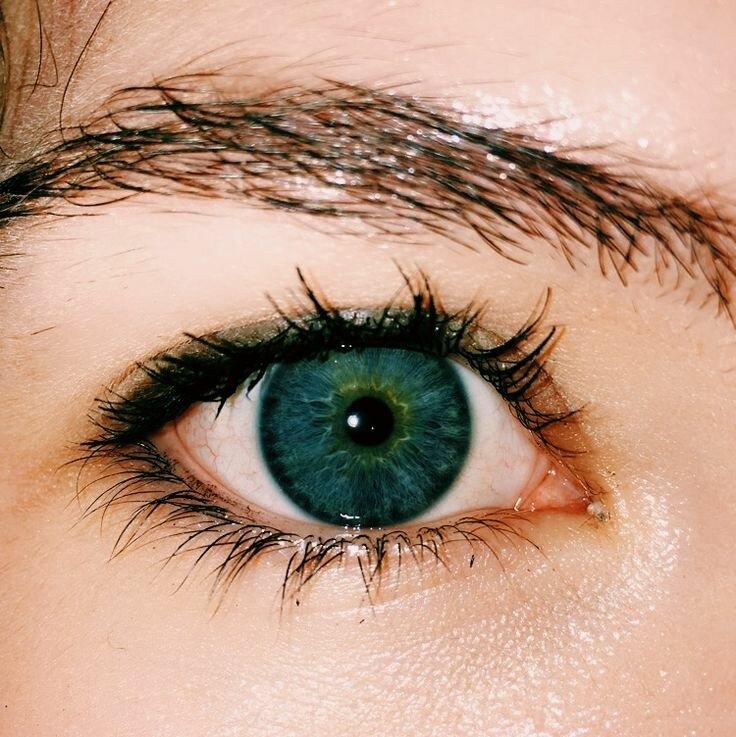 вначале картинки зеленные глаза детали, использующиеся