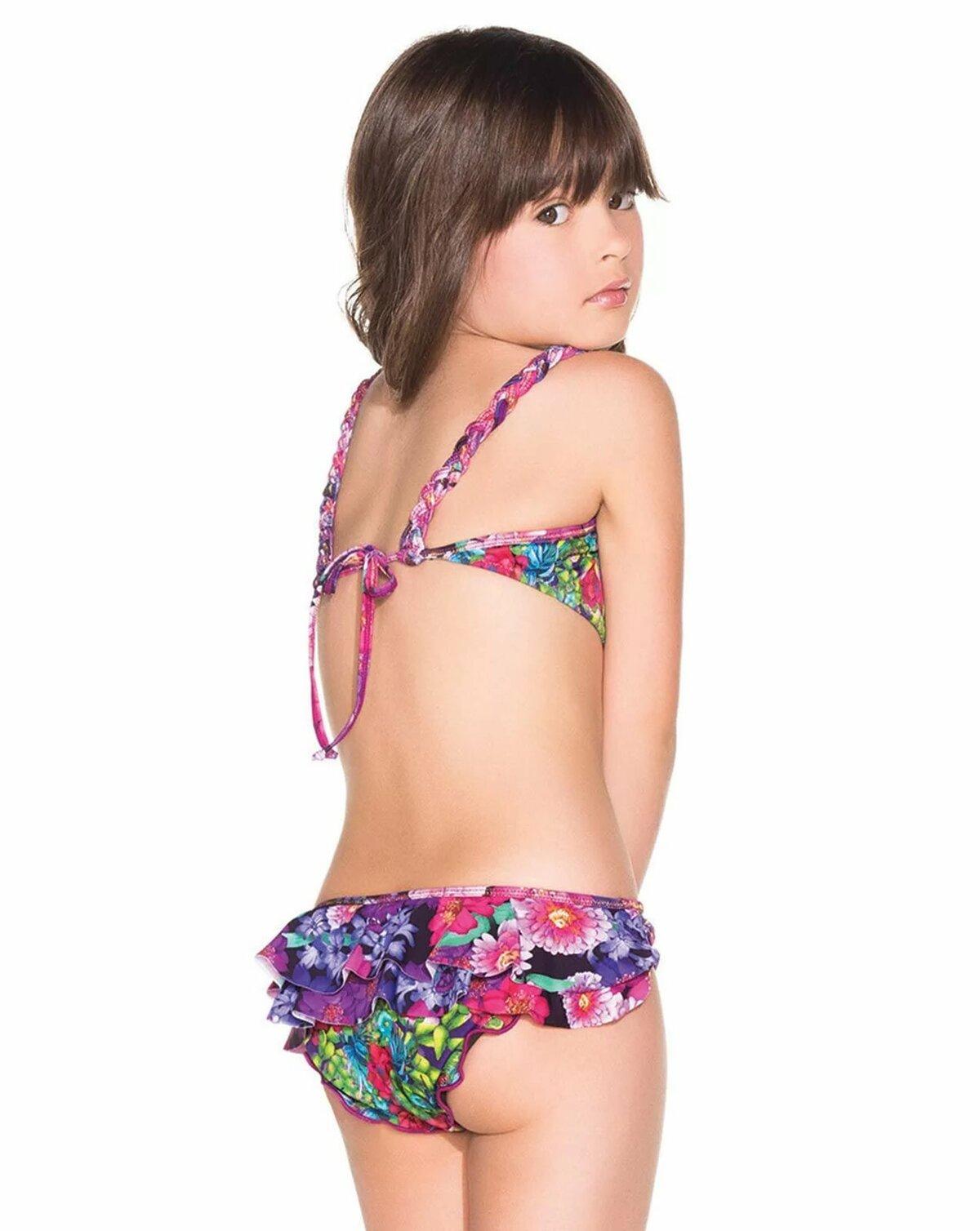 Pre pubesent girls in bikini menstral