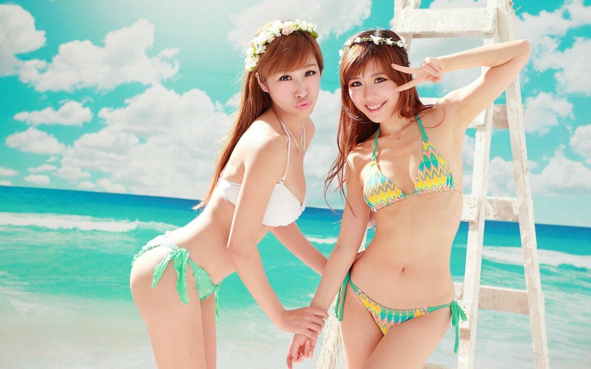 молодых школьниц картинки японок в купальнике двое