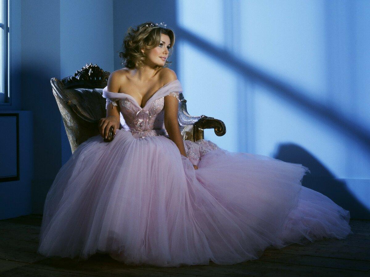 Красивые картинки с девушками в бальных платьях