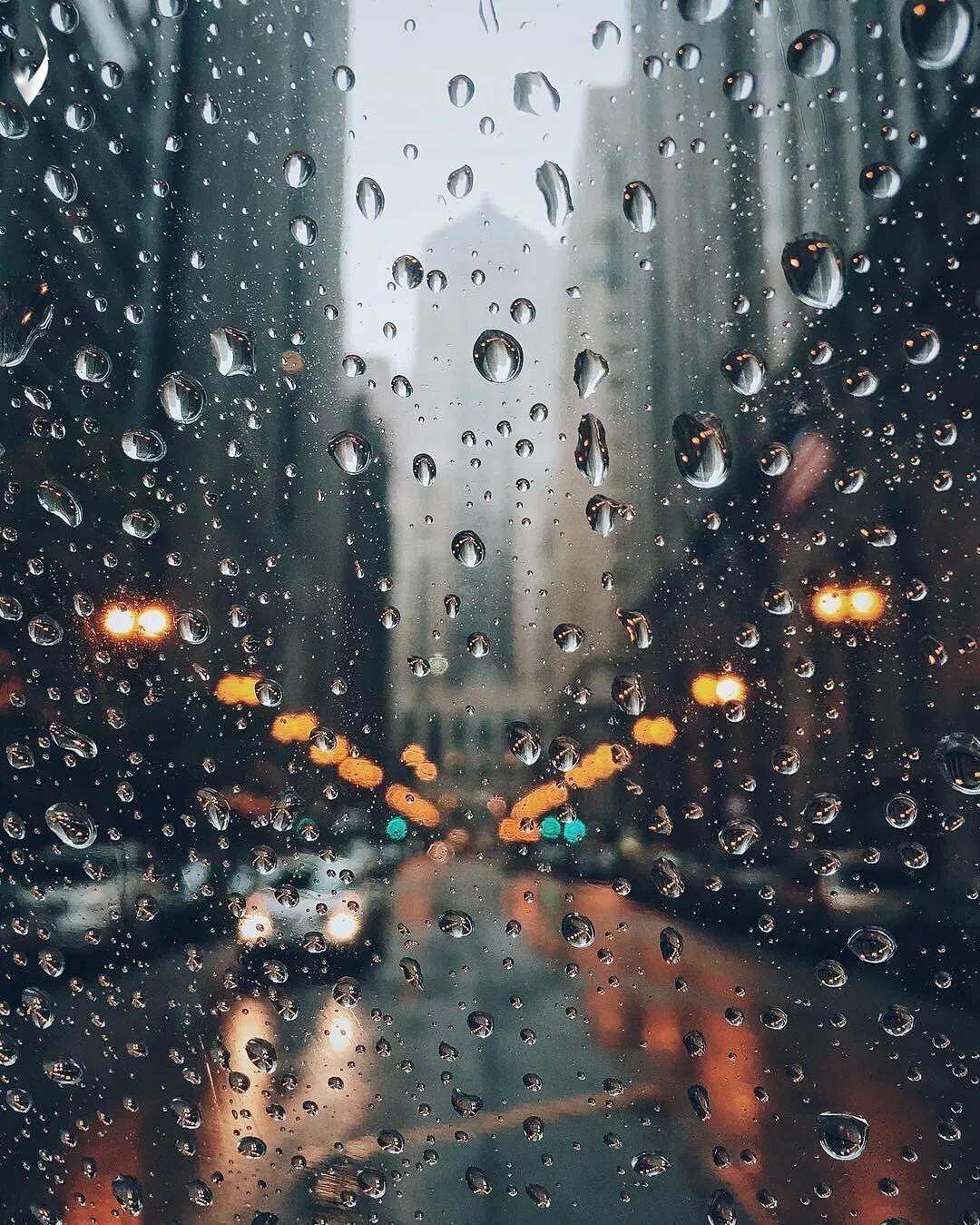 расположен обои дождя на телефон оснащена комфортным