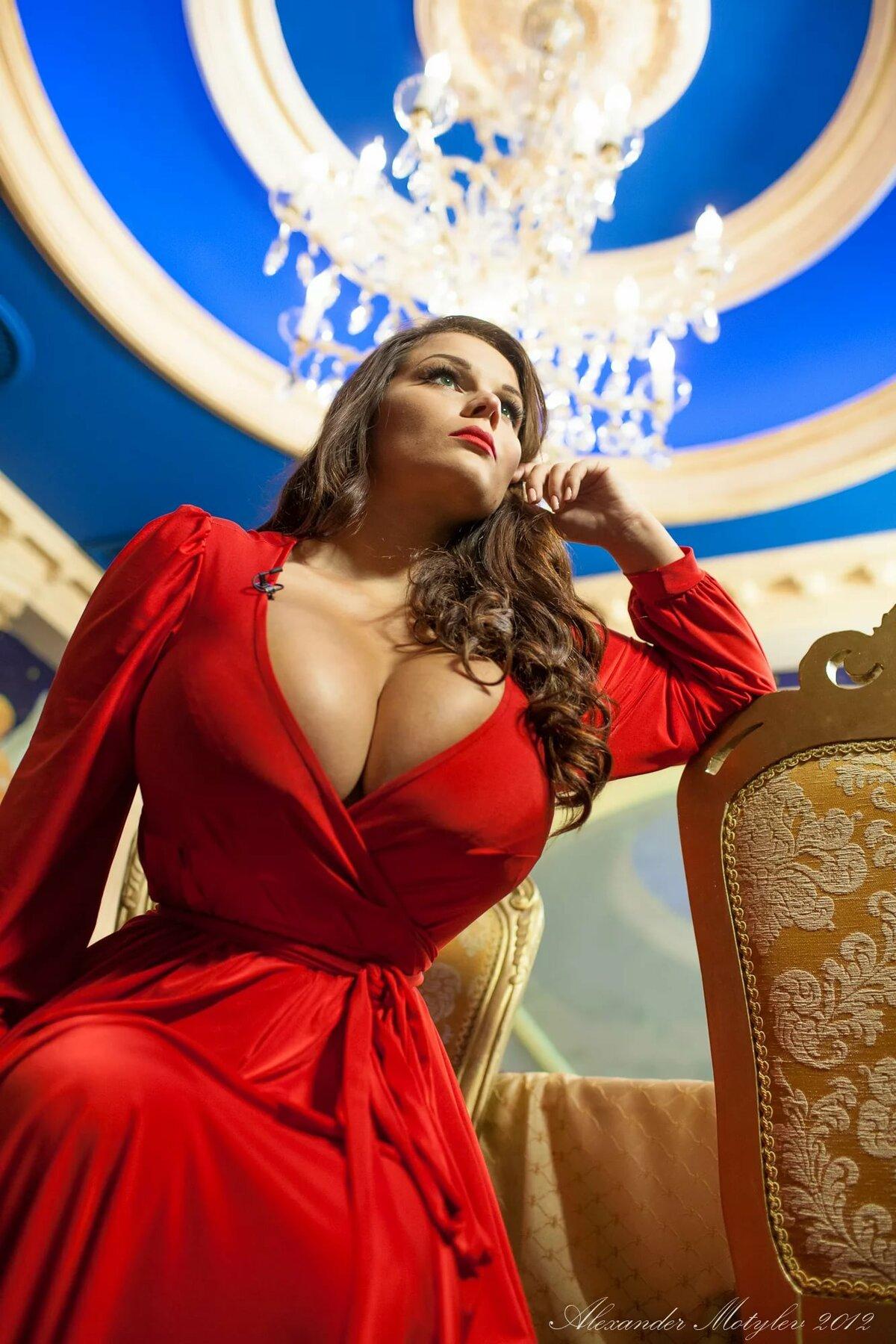 Большая грудь российских женщин, девушки дрочат члены ногами и получают сперму