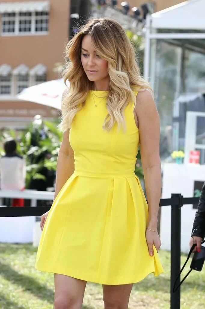 желтое платье как у блондинки рассказывает тане