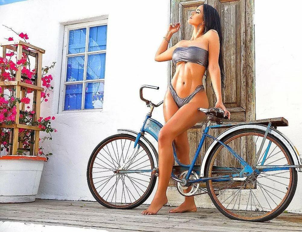 сумасшедшая велосипедистка картинки подруга день свадьбы