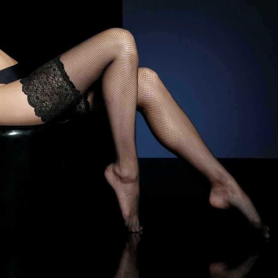 Картинки чулок на женских ножках