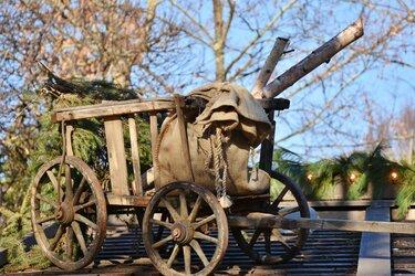 деревянная повозка на колесах