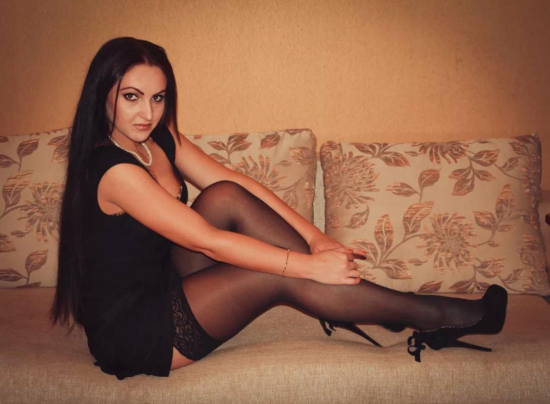 фото девок дома в чулках москва нашем