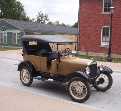 12 августа 1908 года начато производство новой модели автомобиля – Форд-Т