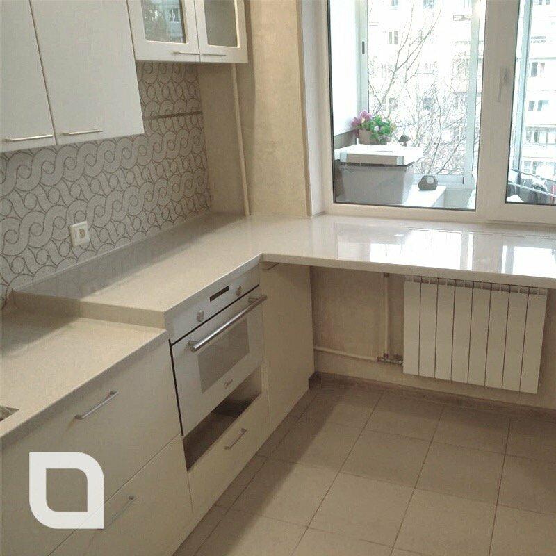 кухня под окном дизайн фото с батареей популярности