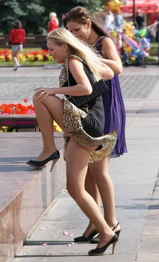 трогание женщин за юбку звание