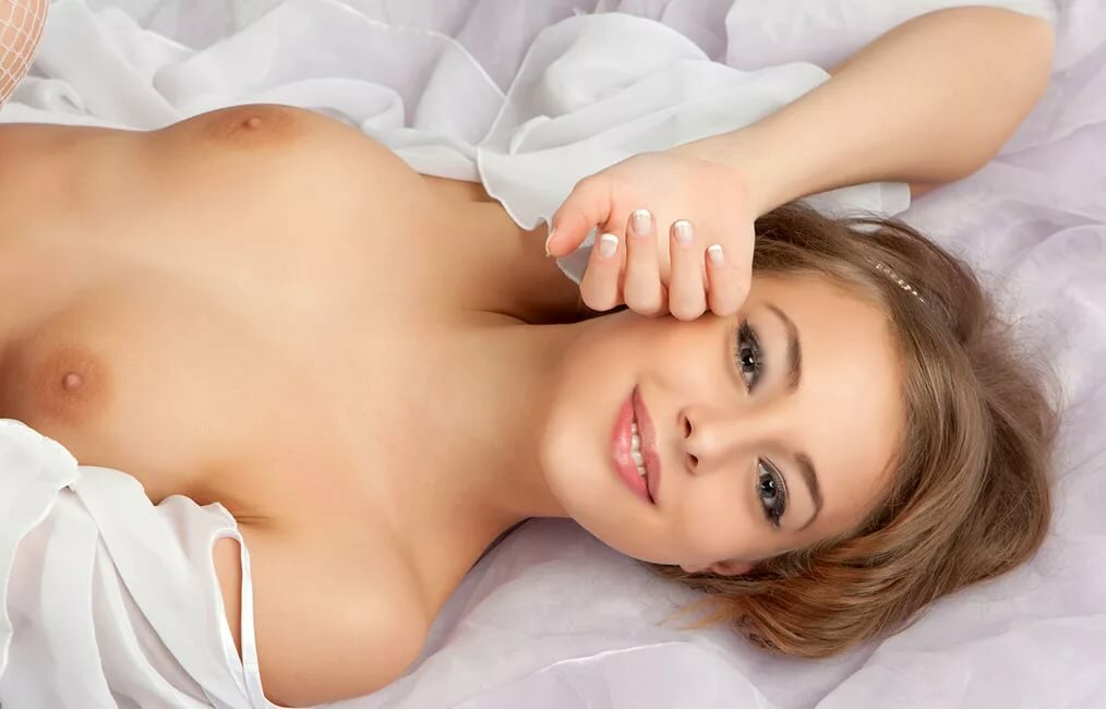 odevaet-eroticheskoe-foto-molodih-devushek